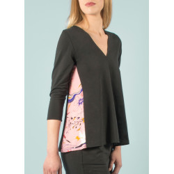 Organic V-neck top Ondine pink and black Vogue print