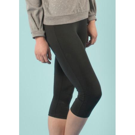 Short yoga pants in black organic cotton