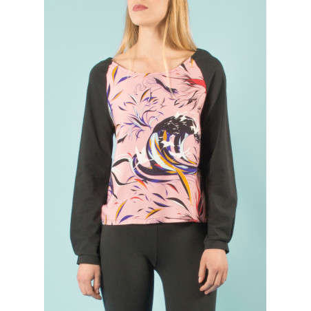 Organic top Ondine with pink and black Vogue print