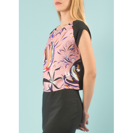 Organic crop top with pink and black Vogue print