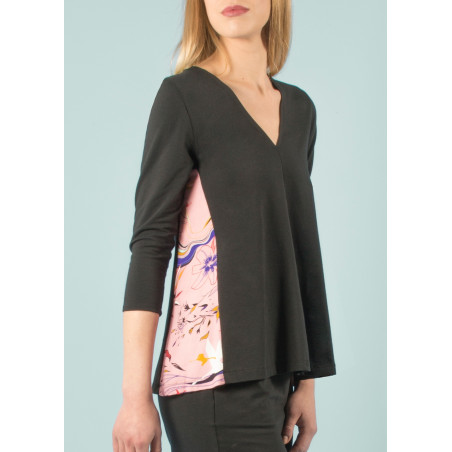 Organic V-neck top Ondine pink and black Vogue print