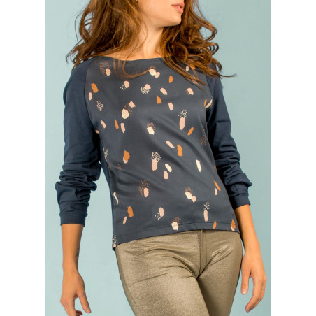Organic top Ondine with navy blue Moonstone print