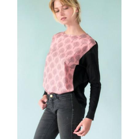 Loose Vanessa top in pink and black poetry print